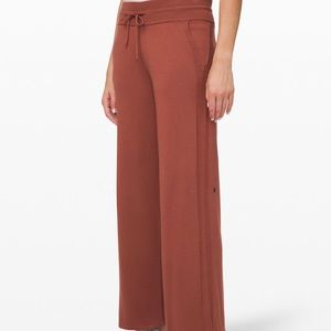 Lululemon in the comfort zone pant